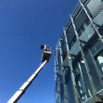 Arbeitsbühne zur Fensterreinigung